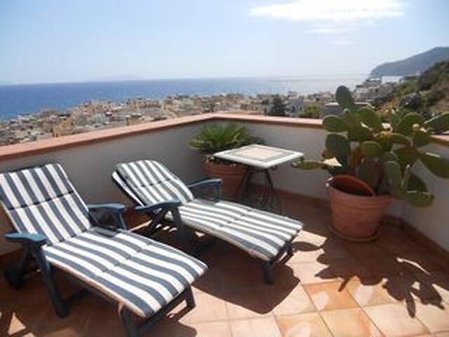 Casa aereo di Charme sul mare con terrazza! - Vacation homes for ...