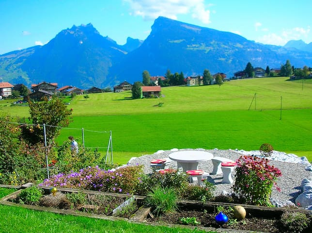 Apartment with panoramic garden - Aeschi bei Spiez - อพาร์ทเมนท์