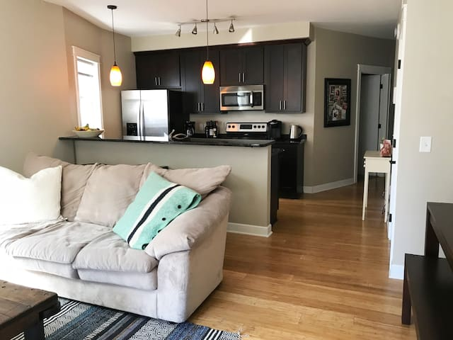 Beautiful Final Four Rental 5 Blocks from Stadium!