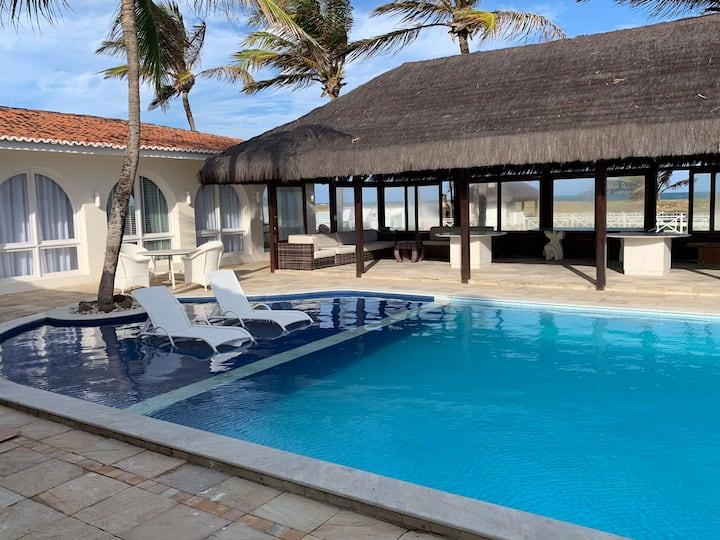 Casa a beira mar, piscina , campo e Wi-Fi