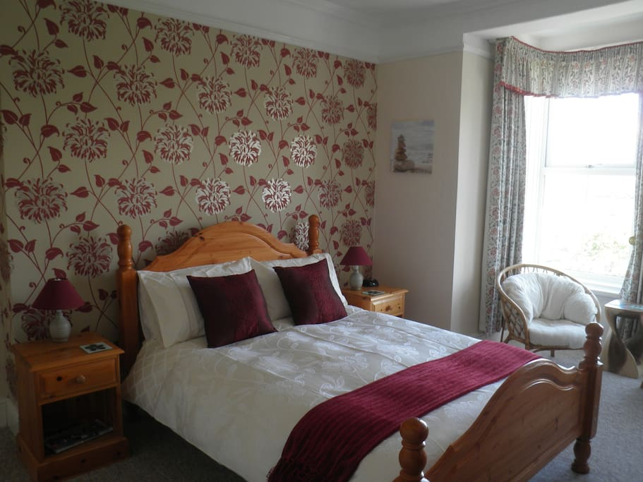 Another double room that overlooks the coast and countryside.