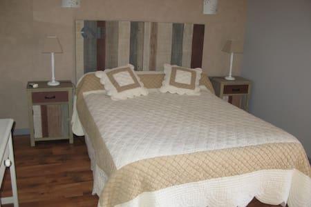 Chambre Elléa - Teilhet, Puy-de-Dôme - Bed & Breakfast