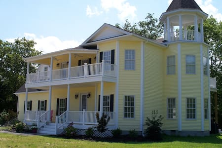 Luxury Historic Replica @ The Shore - Ocean View