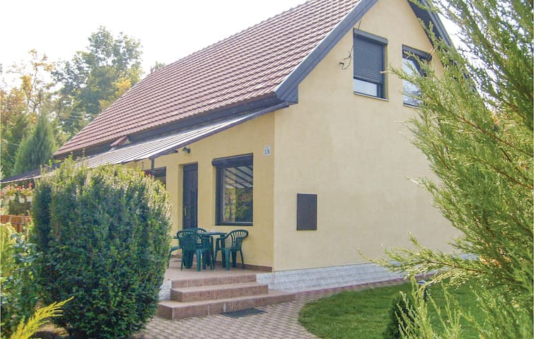 Semi-Detached with 2 bedrooms on 75 m² in Velence
