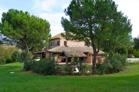 """Casa """"la Gioia"""" - trecastelli (castelcolonna)"""