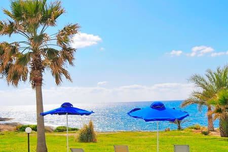 Beach Front Villa With Private Pool - Пейя