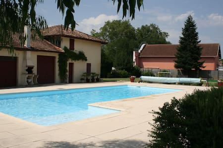 Large villa with pool in SW France - Hus