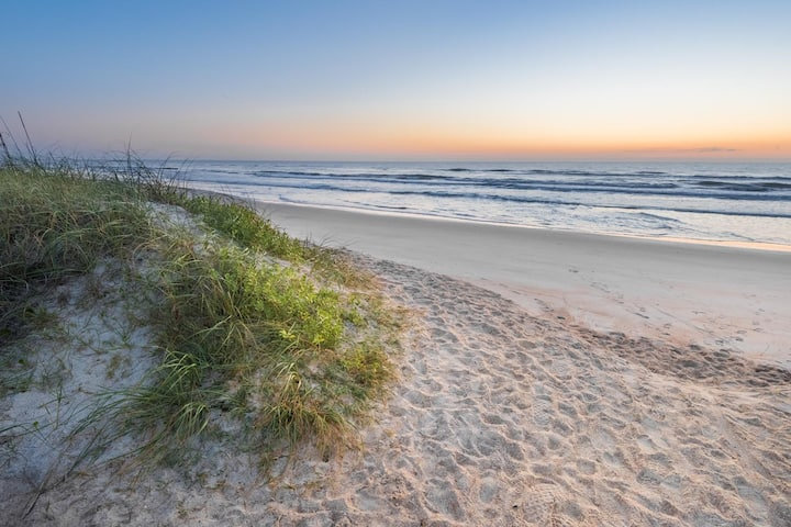 Best beaches in Florida! Walk to downtown!