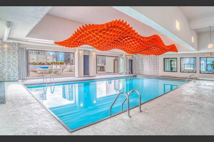 Luxury 1 Bedroom River North Apartment