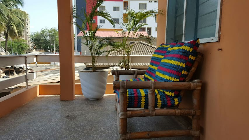 Osu: Private bedroom in lovely spacious apartment - Accra - Lägenhet