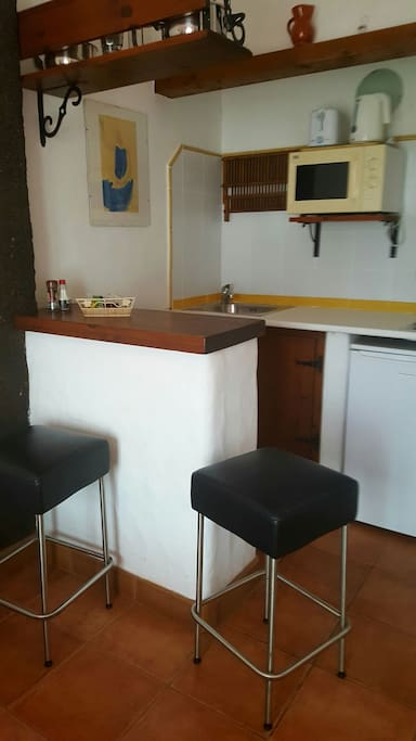 Kitchenette in studio no:3 with bar stools