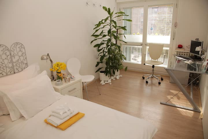Luxury designed 2-bedroom / free parking / 70sqm