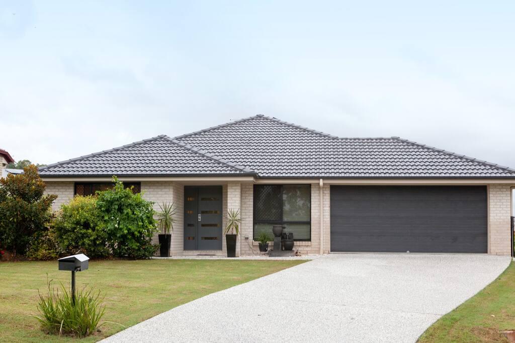Well maintained house - great neighbourhood