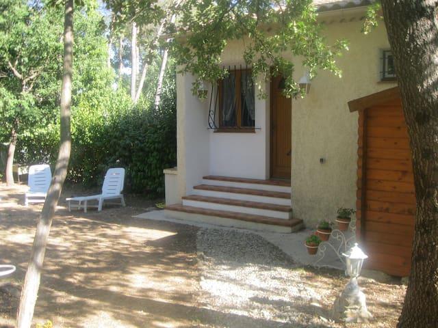 Charmante maisonnette en Provence Verte