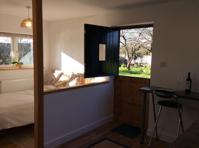 Studio flat - Midgham - บ้าน