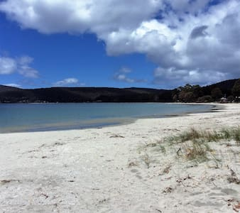 Bruny Is, Adventure Bay Cottage 2 minutes to beach - Adventure Bay - Chatka