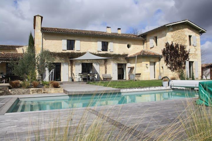 batisse de charme -piscine à 15 min de Bordeaux