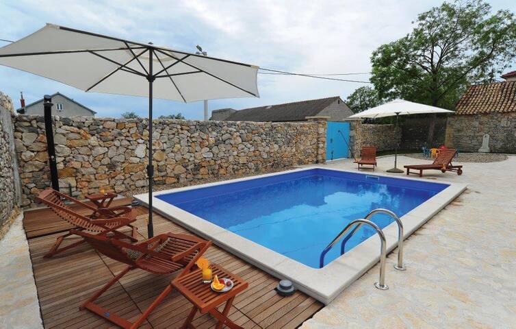 PARADISE JUST 5km FROM TE BEACH, 15 km FROM ZADAR - Zadar - Villa