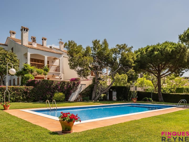 Apartment in S'agaró with swimming pool