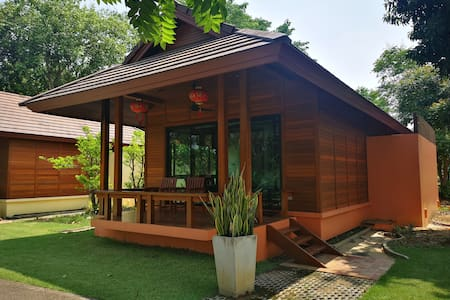 Special Discount - Secluded Riverside Bungalow B