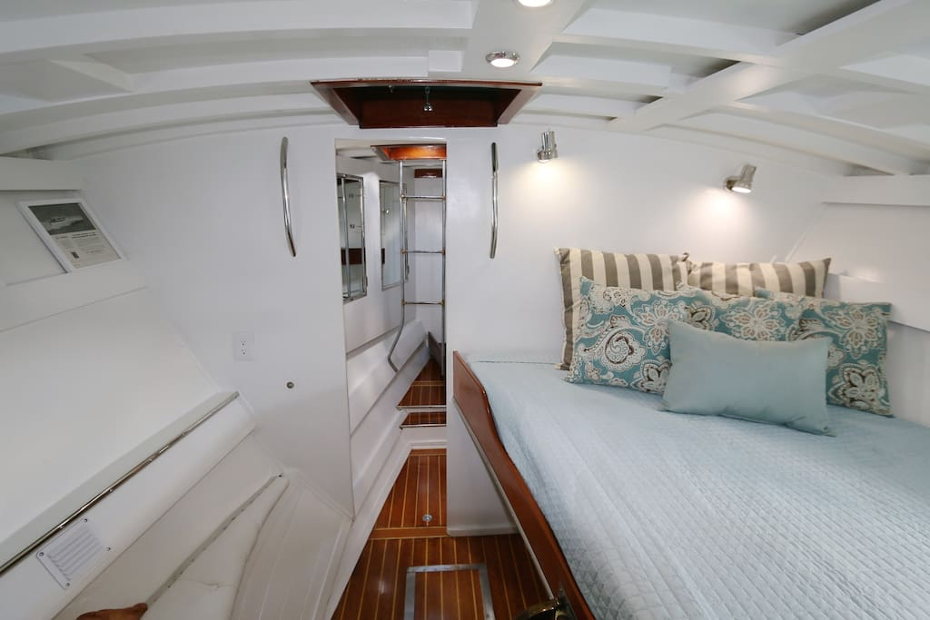 Master Stateroom with queen bed