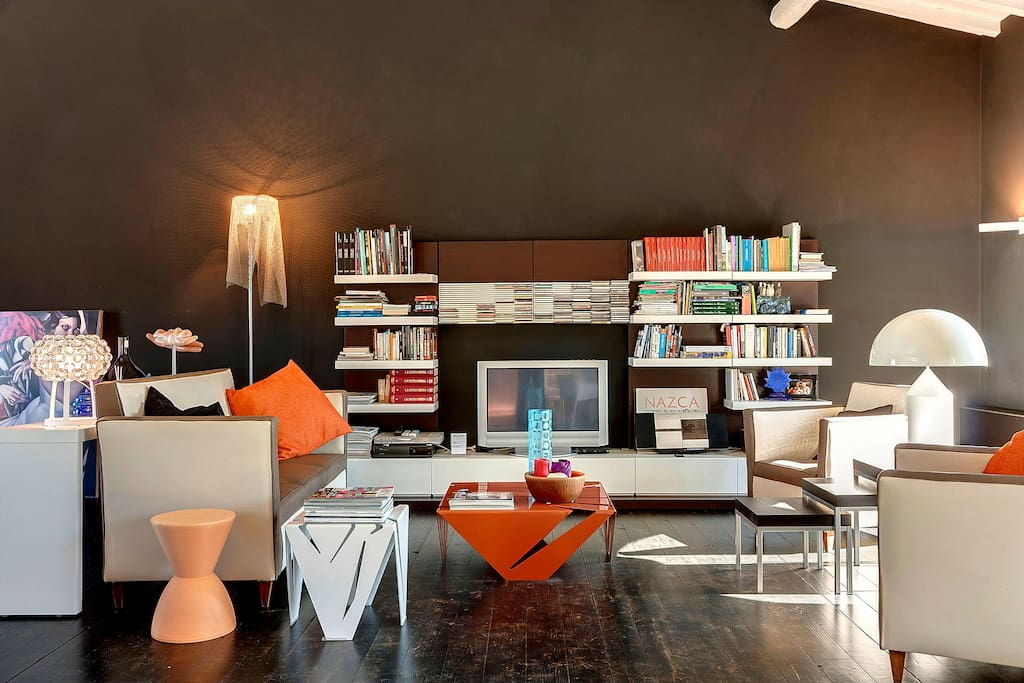 The LOFT, the living area with vintage sofas and design lamps