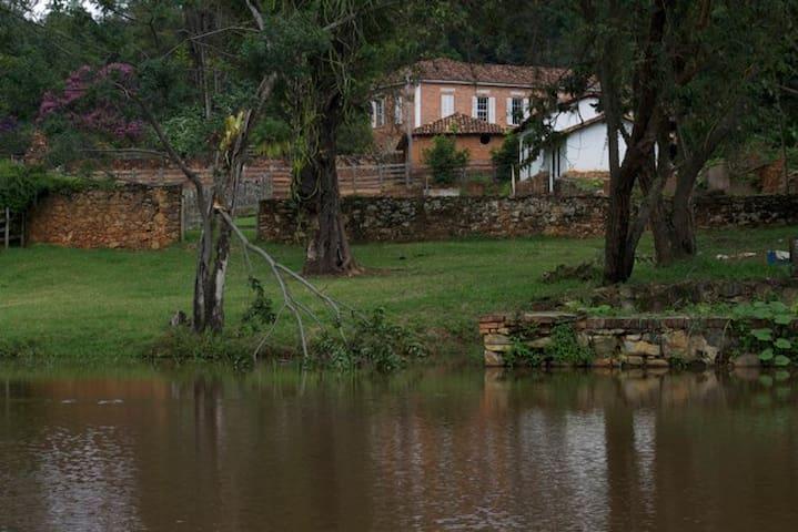 Antiga fazenda cinematográfica na Estrada Real - Entre Rios de Minas - Vila