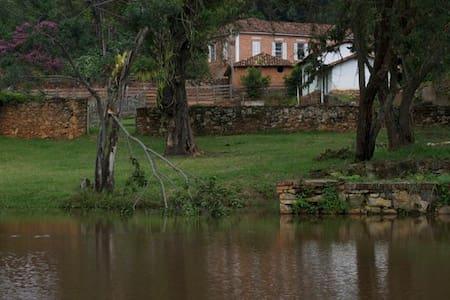 Antiga fazenda cinematográfica na Estrada Real - Entre Rios de Minas - Villa