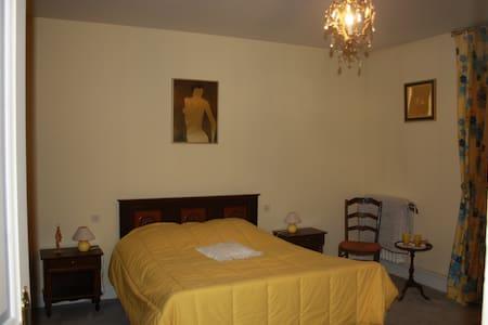 CHAMBRES D HOTES A MONTIGNAC - Montignac-Charente - Casa