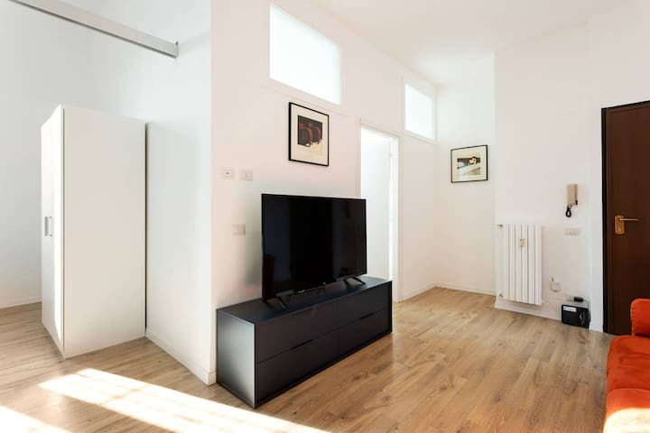 Spacious flat close to Fondazione Prada & Metro