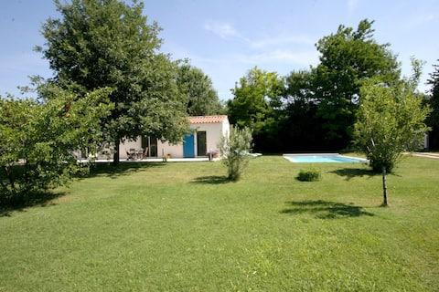 jolie maisonnette avec piscine