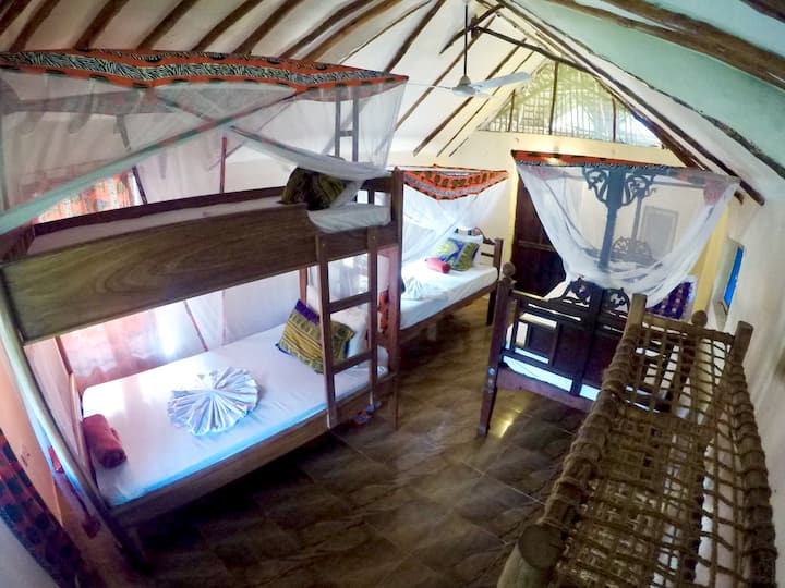 Four-/Fivebed + balcony @ East coast Zanzibar [01]