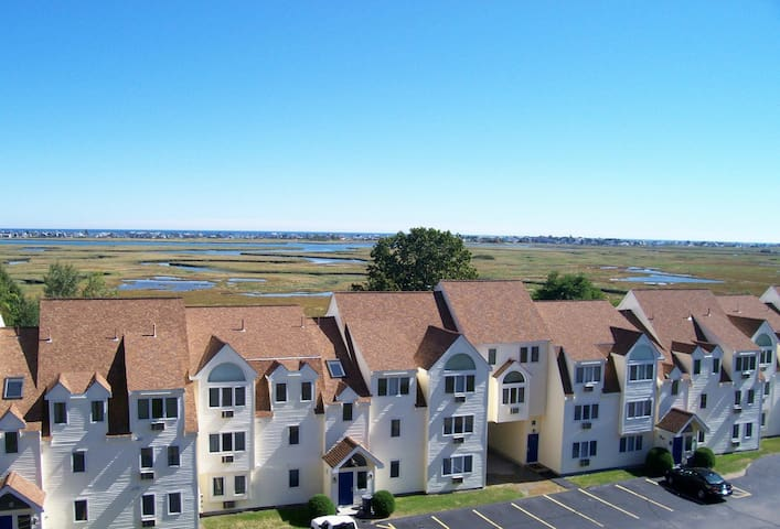 2 BDR in Wells. Ocean marsh resort. Sleeps 6