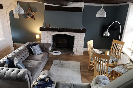 Newly Refurbished Cosy Cottage close to Airport