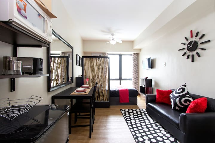 Resort Type Studio Travellers Deal - Mandaluyong city