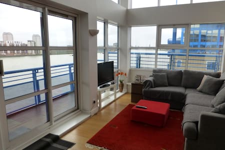 Thames penthouse room with en-suite