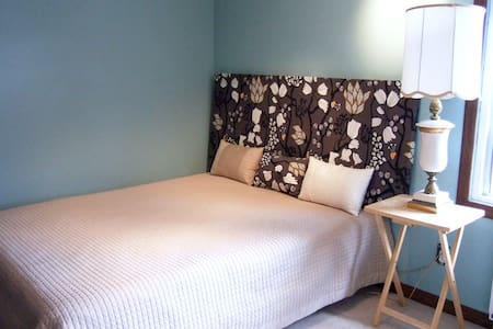 Nice room near Montreal Airport YUL - Lachine - Dom