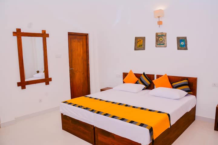 Amuththa Resort -Room Breez