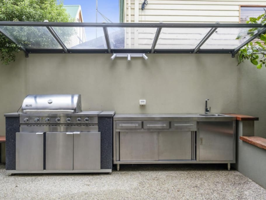 Large bbq area, ideal to entertain