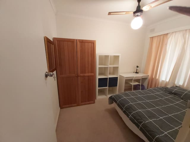 Private cosy room in Kensington Gardens SA 5068