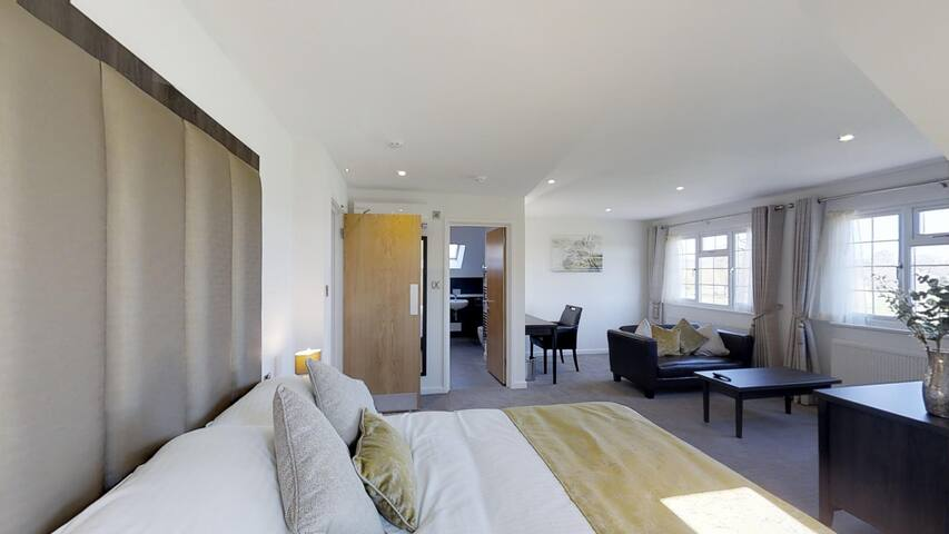 Modern Private Room, close to Gatwick Airport.