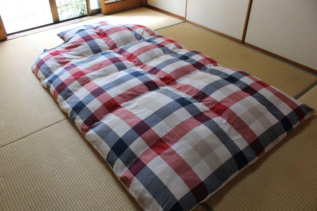 JP-style room &  futon on tatami
