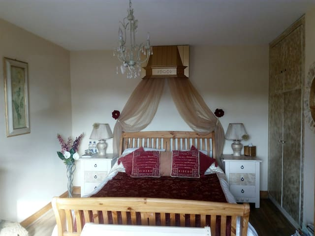 Nerivale Lodge, Daingean, Offaly. Room 1