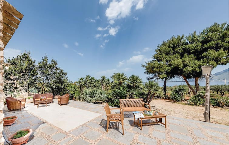 Holiday cottage with 2 bedrooms on 90m² in Custonaci TP