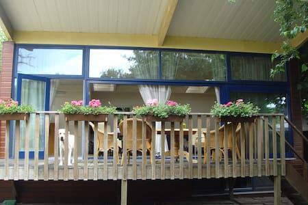 Finse bungalow in ruime tuin. - Vorden - Шале