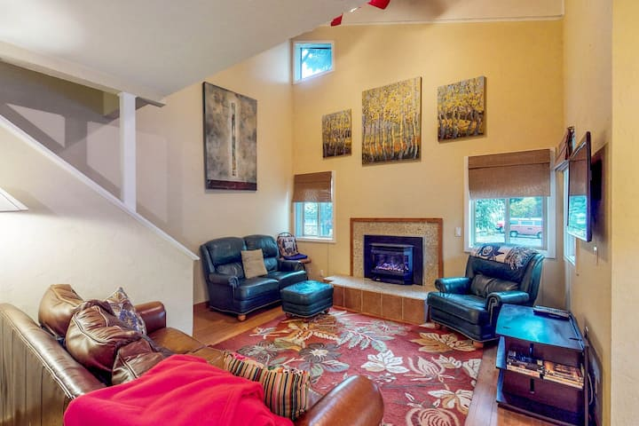 Centrally located, dog-friendly condo w/mountain views - on a bike path!