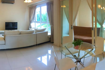 Private space in a modern Mont Kiara condo - 吉隆坡 - 公寓