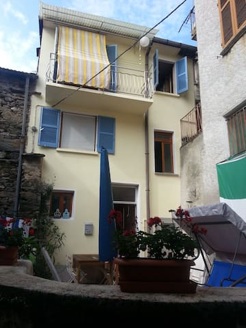 old house in italian village - Garabiolo - Bed & Breakfast
