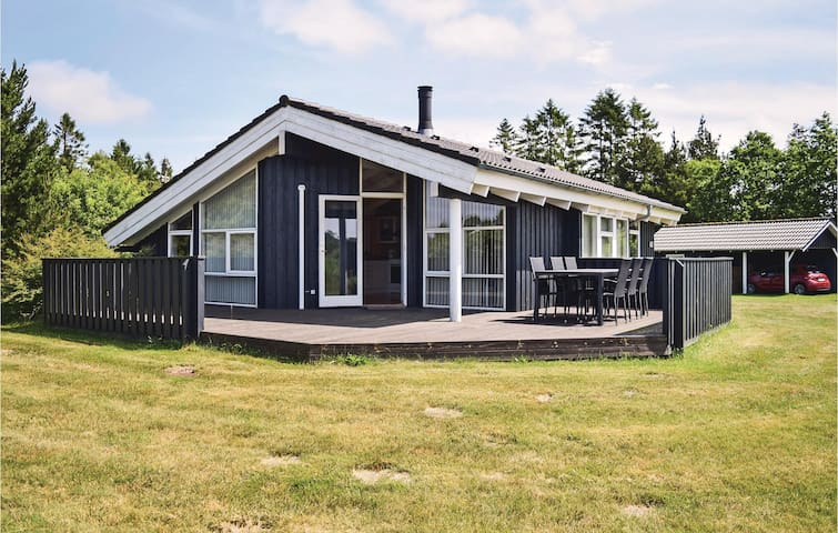Holiday cottage with 3 bedrooms on 80 m² in Ejstrupholm