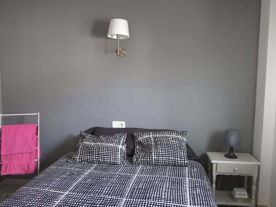 Room in trendy apartment ideal for young people apartments for rent in palm - Matelas dunlopillo trendy room 24 ...